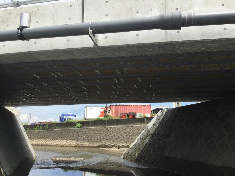 西川橋桁下面