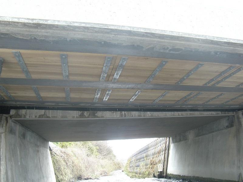 長江2号橋桁下面